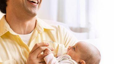Mali alergicy karmieni sztucznie powinni dostawać hydrolizat białek serwatkowych lub kazeiny.