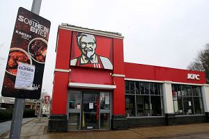 KFC musiało zamknąć większość restauracji w Wielkiej Brytanii. Bo zabrakło kurczaków. Wielka wpadka DHL