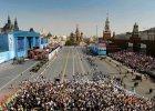 """Setki tysi�cy os�b w pochodzie """"Nie�miertelnego pu�ku"""". Na czele Putin ze zdj�ciem swojego ojca"""