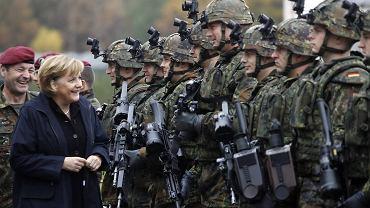 Kanclerz Angela Merkel miała okazję zobaczyć karabiny G36 między innymi wtedy, kiedy wizytowała poligon pod Letzlingen, zdjęcie z 2006 r.