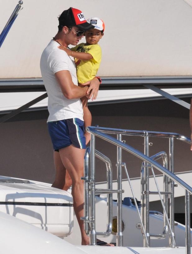 148307 Garcia/Starface 2012-07-03   Saint Tropez France   Cristiano Ronaldo, son fils Cristiano Jr et Irina Shayk
