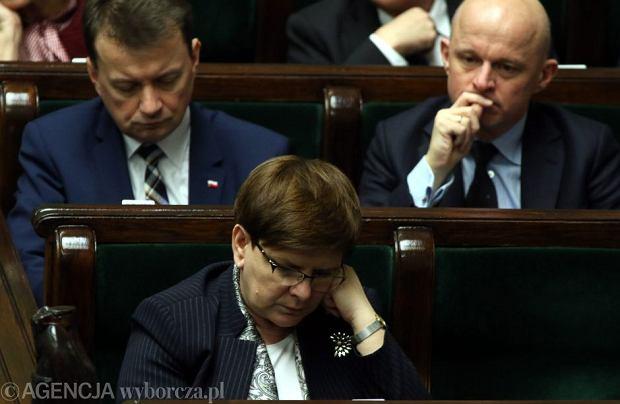 """""""Fakt"""": """"Kaczyński ześle Szydło do Watykanu?"""" A co na to premier?"""