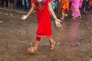 W Indiach zgwałcona 10-latka urodziła dziecko. Okazuje się, że gwałciło ją dwóch wujków