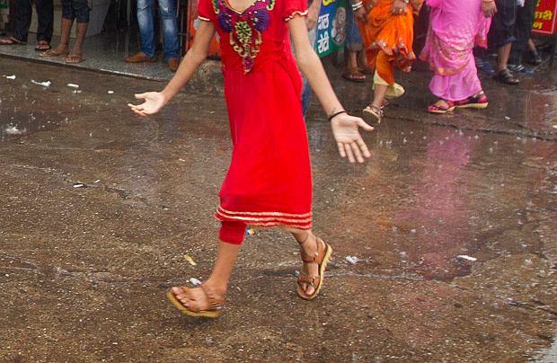 Ta sprawa wstrząsnęła Indiami. Zgwałcona 10-latka urodzi dziecko. Nie pozwolono na aborcję