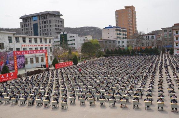 Chiny: Nie da się ściągać na egzaminie pod czujnym okiem drona