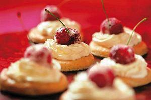 Ciasteczka migdałowe z wiśniami
