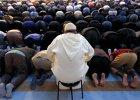 Francuscy muzułmanie podczas modłów w meczecie w Strasburgu