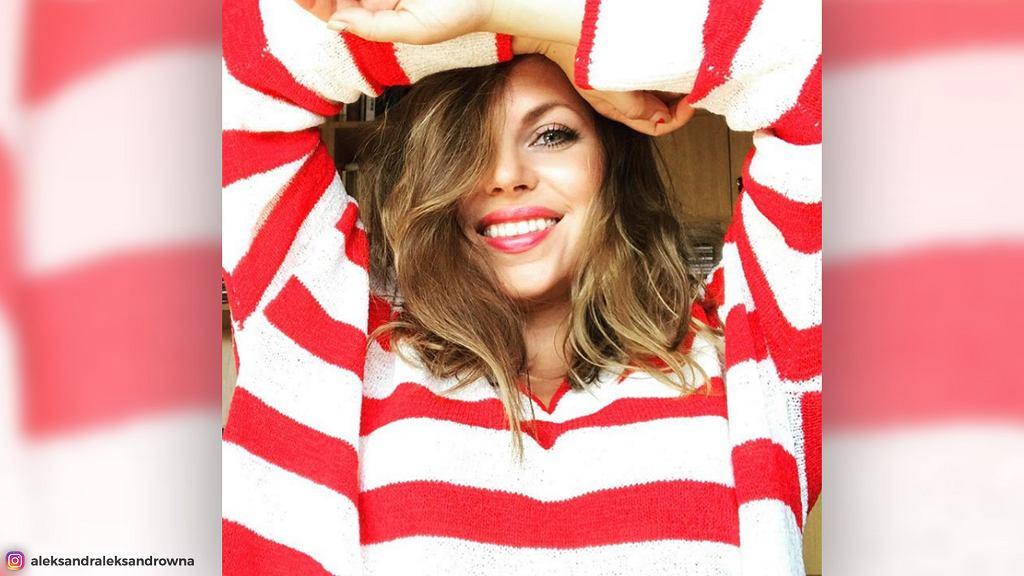 Aleksandra Kwaśniewska pochwaliła się ostatnio zdjęciem w sweterku w patriotycznych barwach