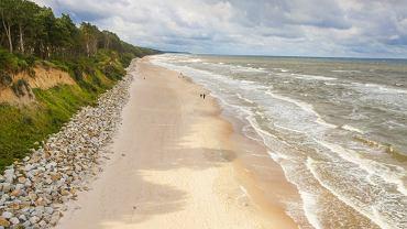Polskie plaże - Rewal. W 2013 roku gmina Rewal zdobyła sześć Błękitnych Flag - to najlepszy wynik na wybrzeżu.