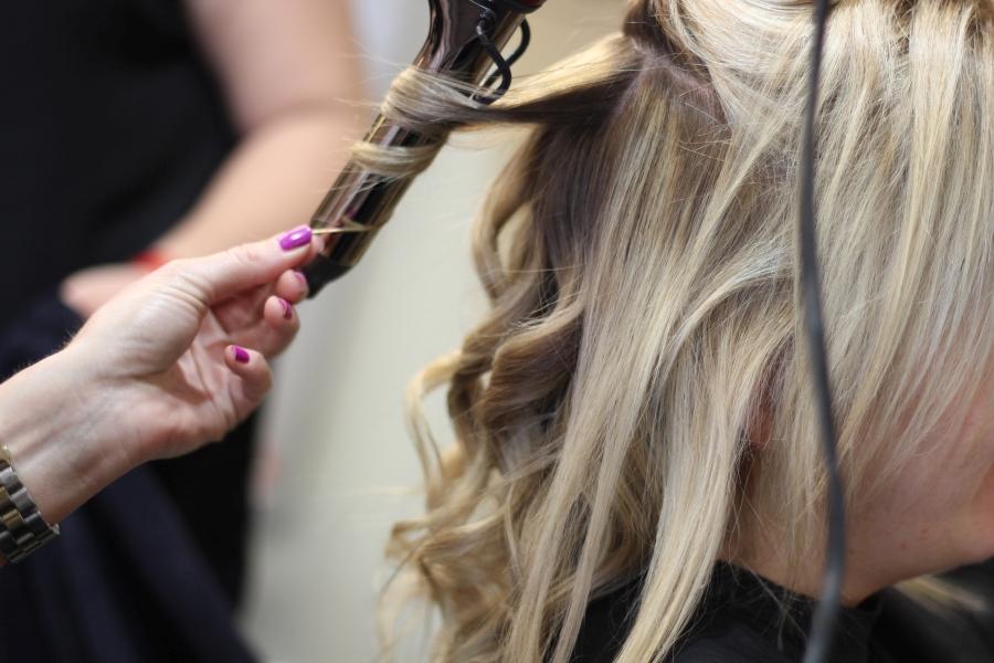 Lokówki do włosów - jak kupić najlepszą / fot. flickr.com, autor: Bob Mendelson