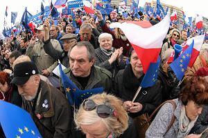 Polska pod rządami PiS jak gimnazjalistka? Nikt jej dziś nie rozumie, ale przeżyjemy to