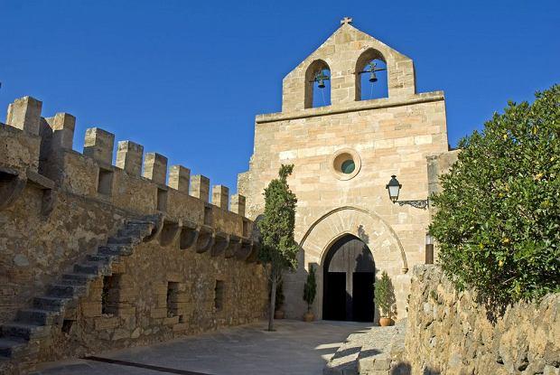 Średniowieczny zamek w Capdepera / shutterstock