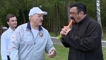 """Czy to pocz�tek wielkiej przyja�ni? Steven Seagal """"spontanicznie"""" odwiedzi� prezydenta Bia�orusi. To trzeba zobaczy�"""