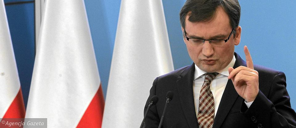 Za obron� dobrego imienia Polski ukryty jest cholernie niebezpieczny plan. PiS wszystkim zaknebluje usta