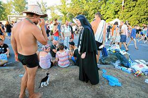 """Szatan na Woodstocku? Siostra Ewa relacjonuje: """"Bóg był wszędzie (...) Widzimy to, co mamy w sercu"""""""