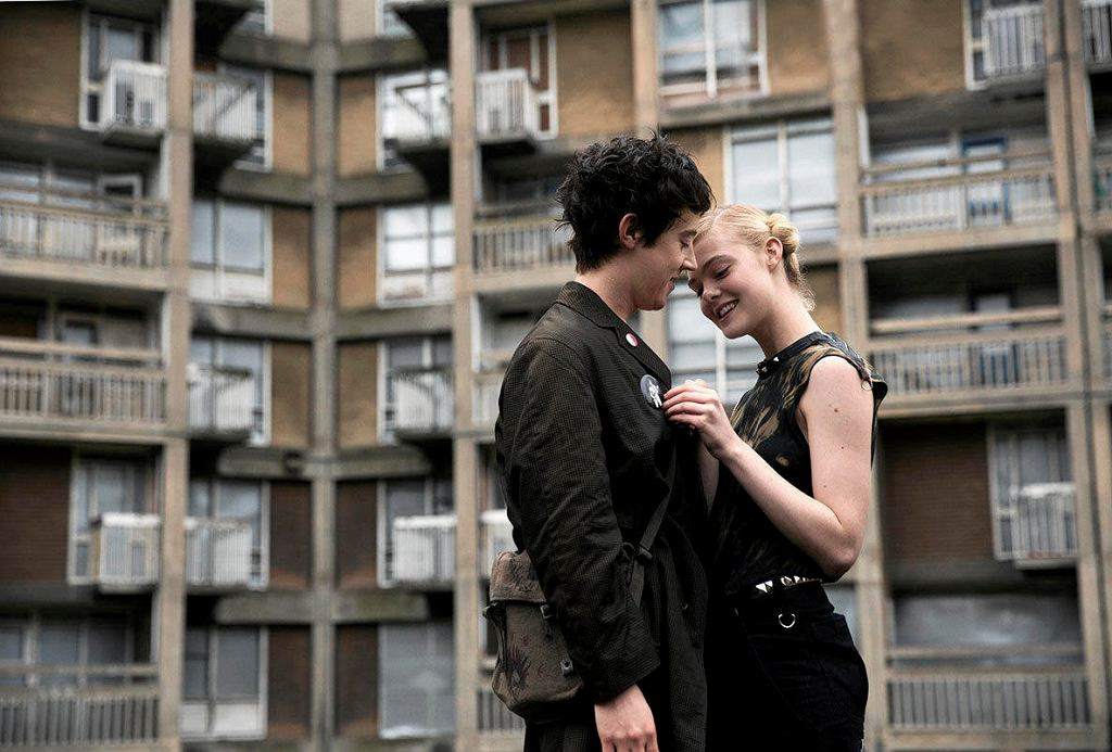 Kadr z filmu 'Jak rozmawiać z dziewczynami na prywatkach' / MAYFLY
