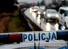 Przez 150 m taksówkarz ciągnął za sobą policjanta. Ale to nie koniec. Postawiono mu trzy zarzuty