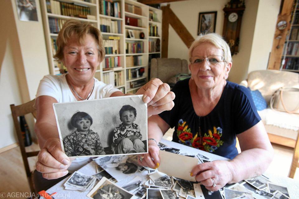 Córki Teodora Dziabasa Małgorzata i Jaga pokazują zdjęcia z dzieciństwa