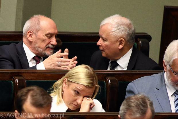 Zdjęcie numer 4 w galerii - Kaczyński wygraża na nagłej konferencji. I powtarza nieścisłości obalone przez sędziów
