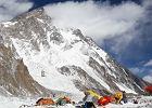 Polscy himalaiści już wspinają się na K2. - 30 stopni w bazie, na szczycie prawie huragan