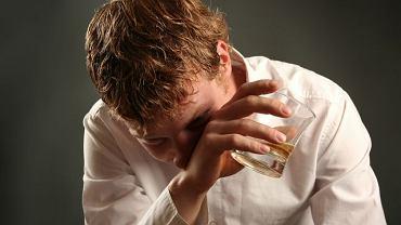 Jesteś przekonany, że pijesz w sposób kontrolowany? Psychoterapeuci o prawdziwej kontroli mówią wtedy, gdy to proces nieuświadomiony. Jeśli intensywnie się nad tym zastanawiasz, zapewne masz już problem...