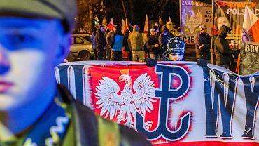 Przemarsz kibiców Zawiszy oraz Młodzieży Wszechpolskiej w związku z Narodowym Dniem Żołnierzy Wyklętych