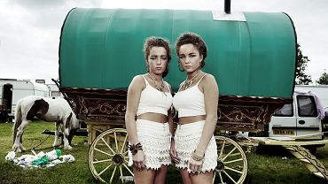 Bliźniaczki. Przyjechały na doroczne targi koni w Appleby-in-Westmorland w północno-zachodniej Anglii