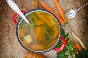 Jak zrobi� prawdziwie w�osk� zup� minestrone?