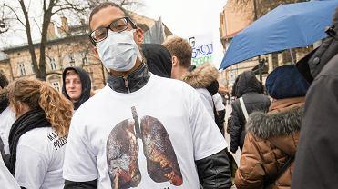 Protest przeciwko zanieczyszczaniu powietrza w Krakowie. Polska ma najwyższy poziom smogu w Europie