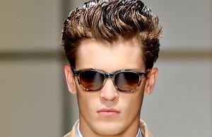 okulary przeciwsłoneczne, moda męska, Modne okulary przeciwsłoneczne do 300 zł. Na zdjęciu okulary typu wayfarer z kolekcji lato 2012 firmy Ferragamo