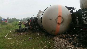 16.05.2018 r. Pociąg towarowy/cysterna zderzył się z ciężarówką, przejazd kolejowy w Wólce Plebańskiej, powiat konecki