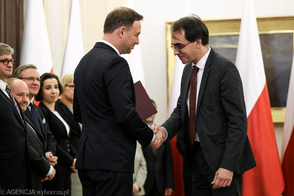 Prezydent Andrzej Duda i Piotr Buras podczas powołania członków Narodowej Rady Rozwoju