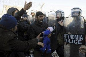 Grecja: z jednej strony kryzys, z drugiej uchod�cy