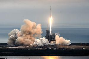 Udany start i lądowanie rakiety SpaceX Elona Muska. Historyczna misja zakończona sukcesem