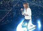 """Edyta G�rniak na kolanach �piewa w """"The Voice of Poland"""" piosenk� w ho�dzie przyjacielowi"""