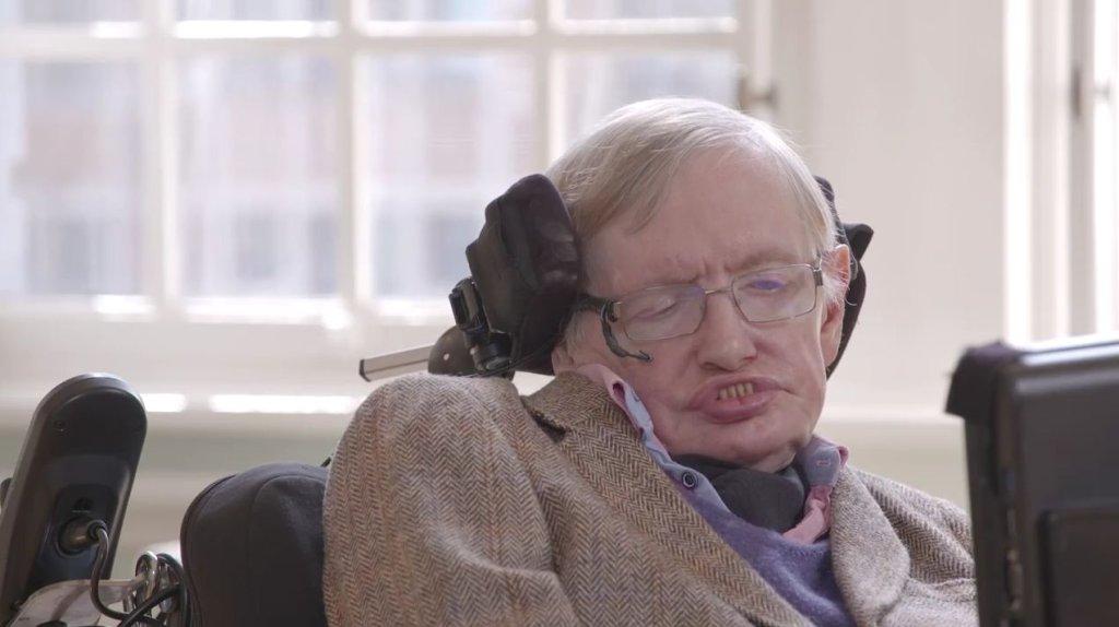 Pluton: Stephen Hawking gratuluje NASA misji New Horizons