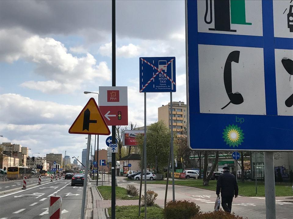 Las znaków na Górczewskiej