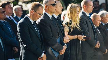Kaczy�ski, Michnik, Wa��sa, Gwiazda... 'Dwie Polski' razem na pogrzebie Anny Kurskiej
