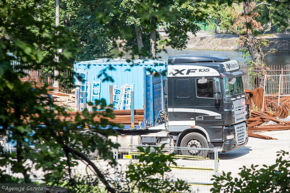 Wykonawca Nordic Astrum umocni teren na Babiej Wsi 130 betonowymi palisadami