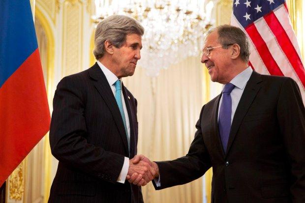 John Kerry i Siergiej Ławrow przed spotkaniem w Paryżu