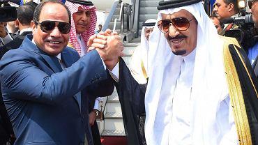 Prezydent Egiptu Abd el-Fatah es-Sisi i król Arabii Saudyjskiej Salman bin Abdul Aziz