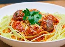Spaghetti z klopsami mi�snymi i sosem pomidorowym - ugotuj