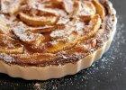 Tarta jab�kowa z sosem �mietanowym