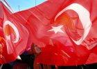 Chuligani w tureckiej knajpie