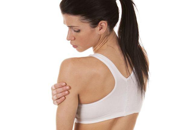 Samoistne drżenie mięśni zdarza się niemal wszystkim, w każdym wieku. Trzeba jednak pamiętać, że nawet u osób bardzo młodych może być objawem poważnego problemu zdrowotnego