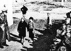 1944: W Warszawie powstanie, w �odzi likwidacja getta