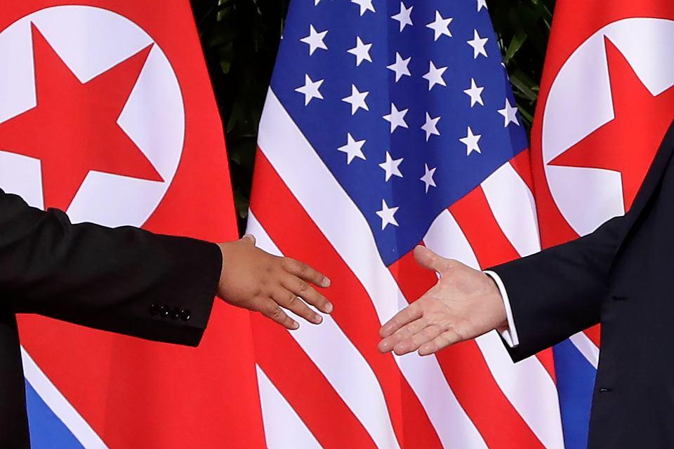 Kim Dżong Un i Donald Trump na spotkaniu w Singapurze.