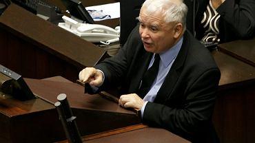 Nie wycierajcie mord zdradzieckich nazwiskiem mojego brata - krzyczał z mównicy sejmowej prezes PiS Jarosław Kaczyński pod adresem adwersarzy. Warszawa, 18 lipca 2017