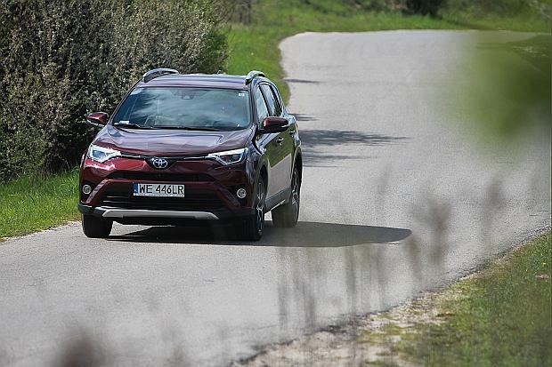Wzrost sprzedaży aut hybrydowych. Jakie modele najchętniej wybieracie?