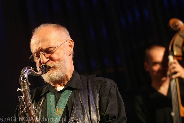 Muniak w czasie koncertu w Piwnicy pod Baranami